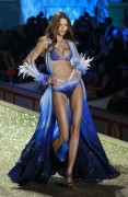 Flavia de Oliveira - 2010 Victoria's Secret Fashion Show at the Lexington Avenue Armory on November 10 2010 in New York x35HQs