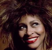 Tina Turner 26 November 1939 als Anna Mae Bullock in Nutbush Tennessee Vereinigte Staaten ist eine Sängerin und Schauspielerin 2013 nahm sie die Schweizer