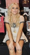 Nov 22, 2010 - Pixie Lott - Promoting her collection at Lipsy store in London  B00ed8108409143