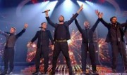 Take That au X Factor 12-12-2010 - Page 2 42c86e111005929